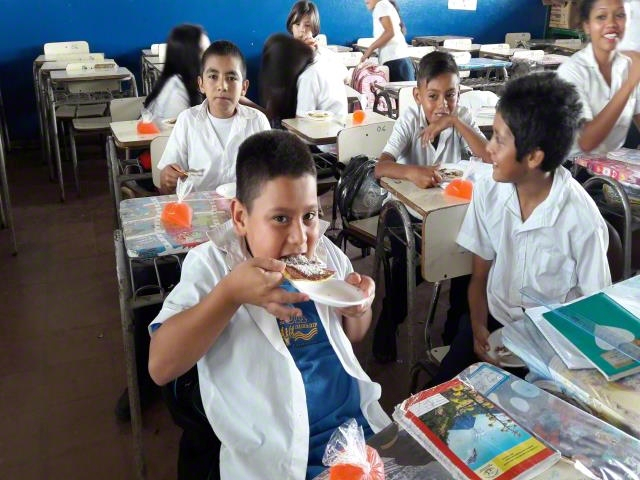 Children are eating nutritious food